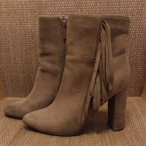 BEAUTIFUL & SOFT BROWN SUEDE FRINGE BOOTS